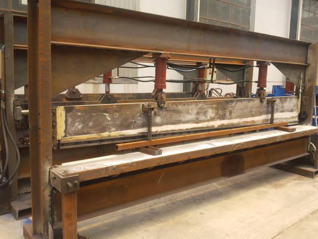 简易龙门式剪板机