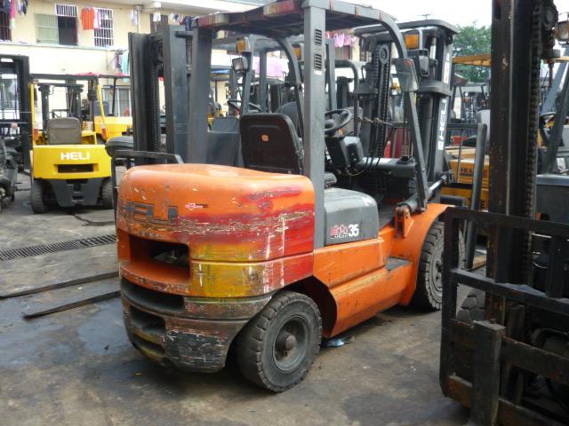 合力供应二手叉车,3T电动叉车,液压手动搬运叉车出售。